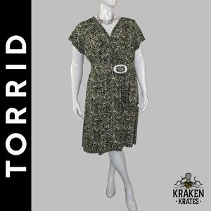 Green Tropical Leaf Dress by Torrid - Size 3